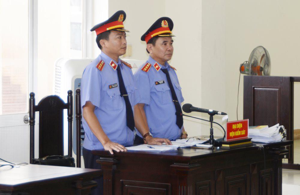 Hồ sơ kiểm sát khi Kiểm sát viên kiểm sát phiên tòa sơ thẩm