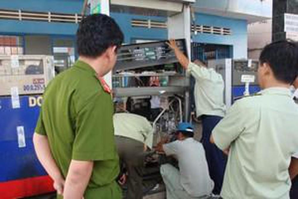 Đội quản lý thị trường được phép kiểm tra cửa hàng xăng dầu hay không?