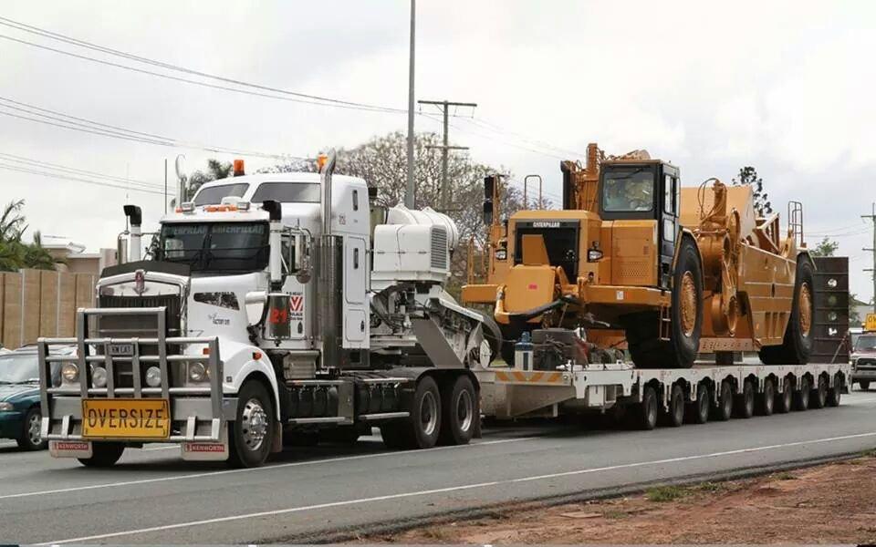 Điều khiển xe máy chở hàng vượt trọng tải thiết kế ghi trong cà vẹt bị phạt bao nhiêu?