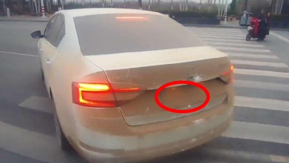 Biển số xe bị bụi bẩn che mờ có bị xử phạt không?