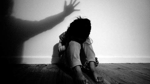 Quan hệ tình dục năm 17 tuổi sang năm 18 tuổi có thể tố cáo không?