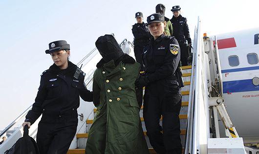 Bắt để dẫn độ người phạm tội trong lĩnh vực tương trợ tư pháp Việt - Lào