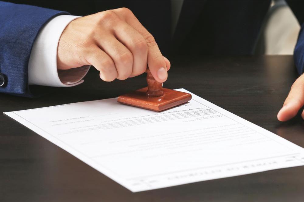 Sửa lỗi trong văn bản công chứng có bắt buộc phải đóng dấu tại lỗi sửa không?