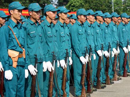 Dân quân tự vệ có được trang bị vũ khí quân dụng hay không?